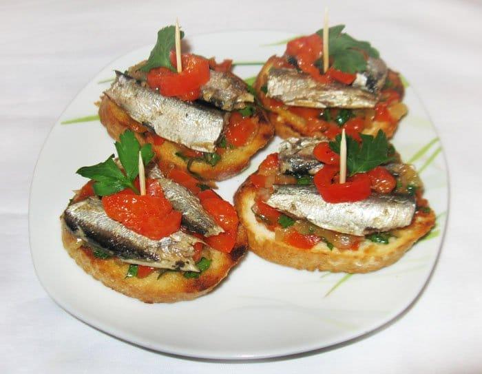Пинчос с сардинами (бутерброды)
