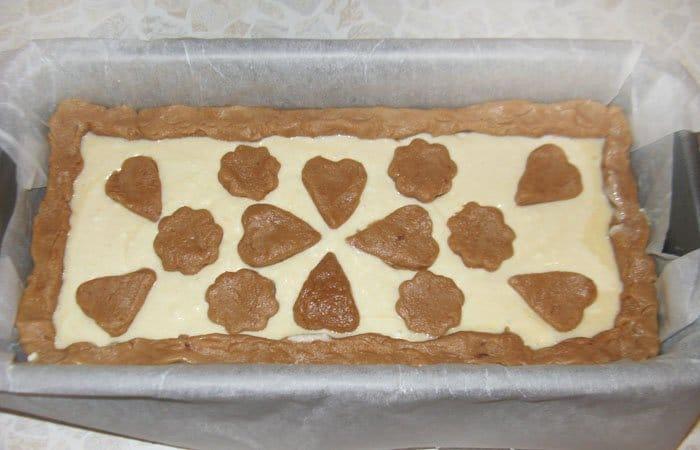 Фото рецепта - Пирог с клубникой и корицей - шаг 7