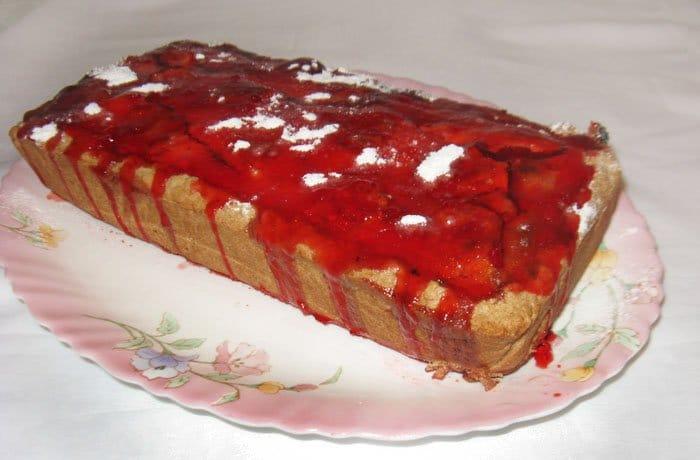 Фото рецепта - Пирог с клубникой и корицей - шаг 9