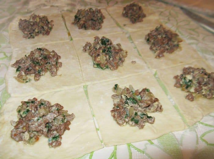 Фото рецепта - Пирожки из слоеного теста с бараниной - шаг 4