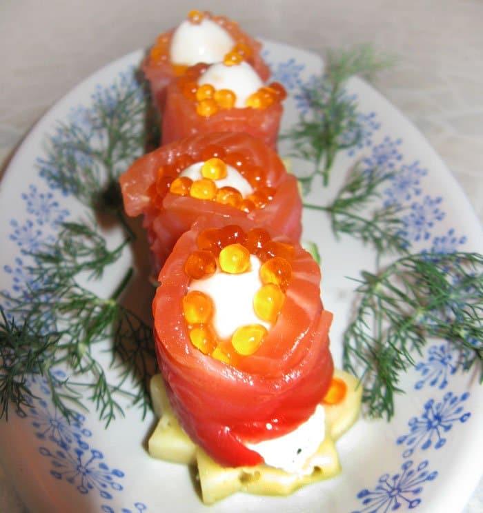 Праздничная закуска из красной рыбы - рецепт с фото