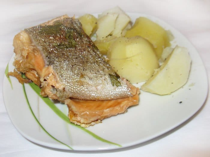 Рыба, запеченная в соли - рецепт с фото