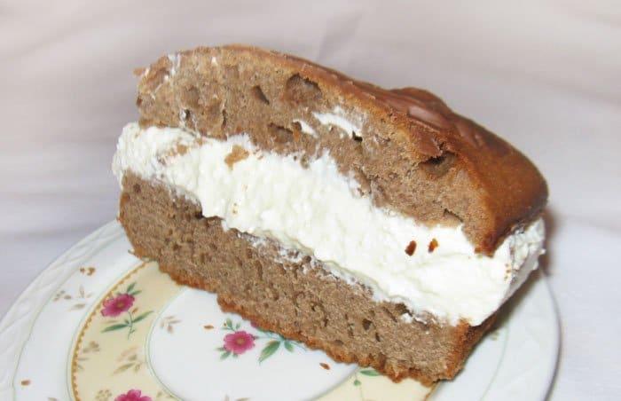 Фото рецепта - Шоколадный кекс с творожной начинкой - шаг 12