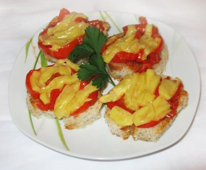 Тапас с луком и перцем - рецепт с фото