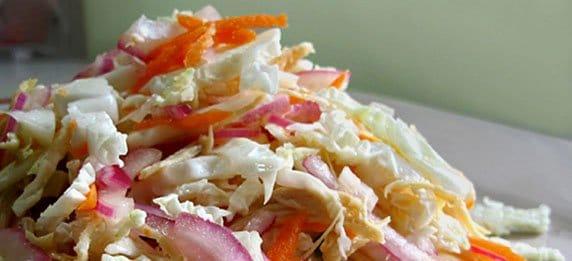 Вьетнамский салат из пряной капусты с курицей
