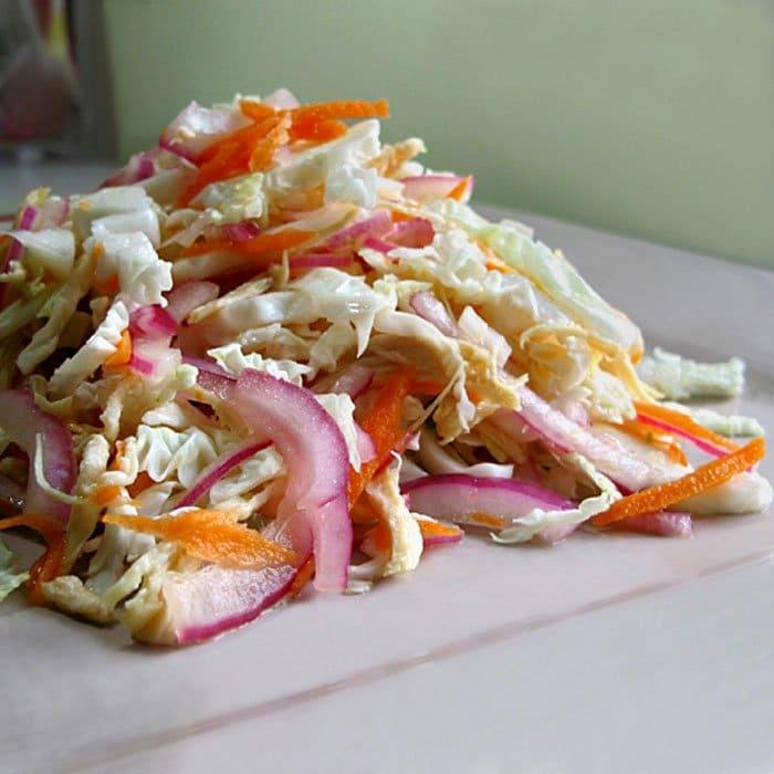 Вьетнамский салат из пряной капусты с курицей - рецепт с фото