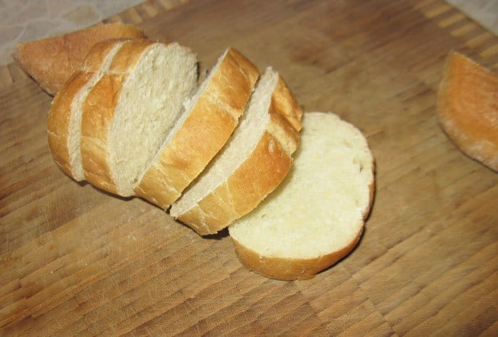 Фото рецепта - Брускетты (бутерброды) с тунцом  и сыром Фета - шаг 1