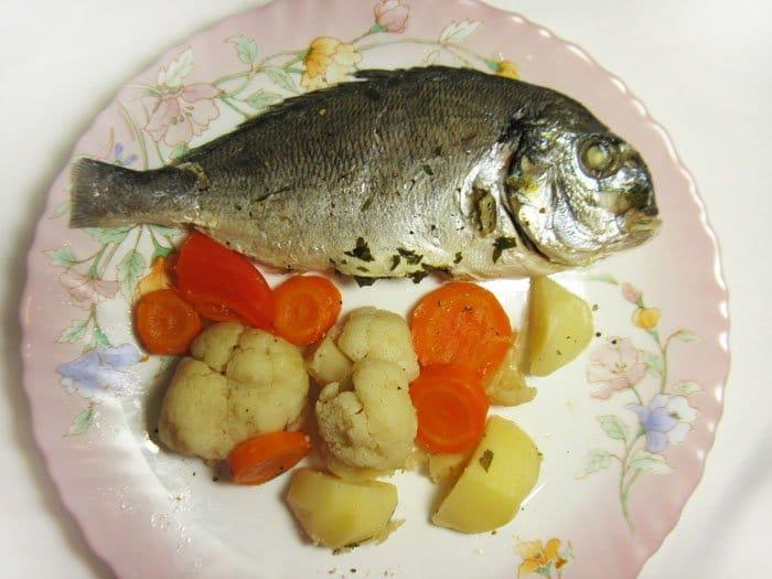 Дорада на пару с овощами - рецепт с фото