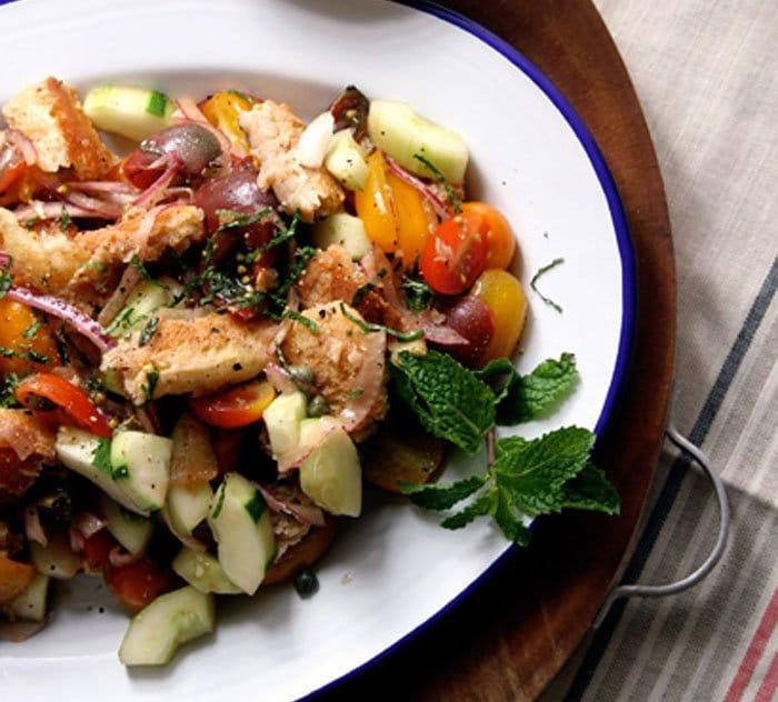 Овощной салат с анчоусами и мятой