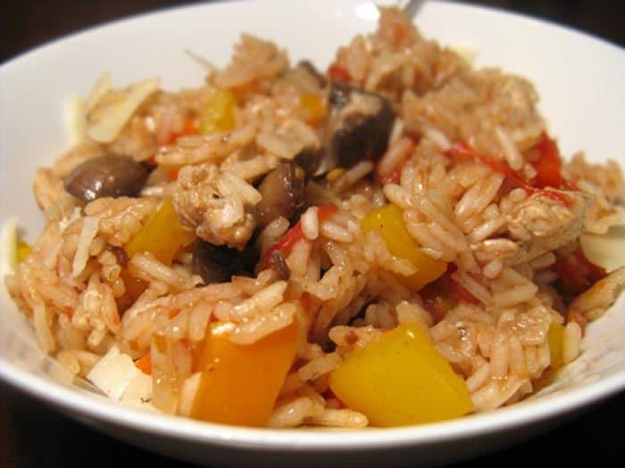 Фото рецепта - Паэлья с курицей, грибами и овощами - шаг 10
