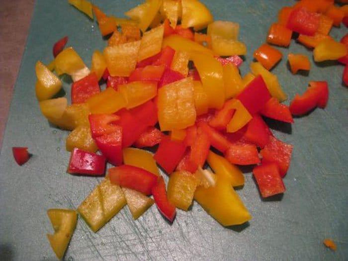 Фото рецепта - Паэлья с курицей, грибами и овощами - шаг 4