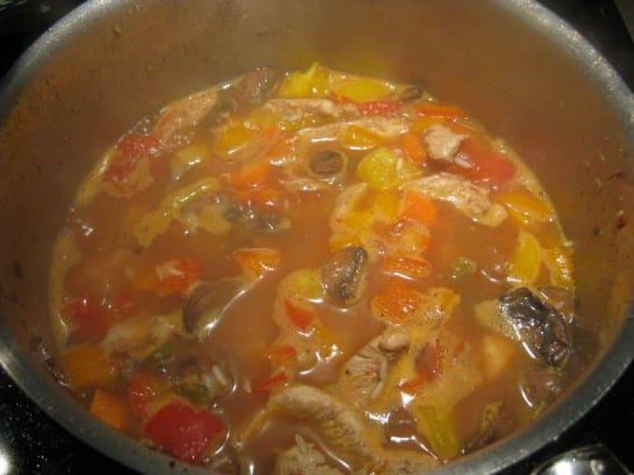 Фото рецепта - Паэлья с курицей, грибами и овощами - шаг 8