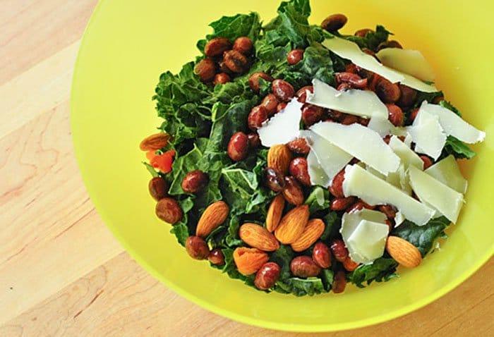 Фото рецепта - Салат с абрикосами, авокадо и сыром пармезан - шаг 2