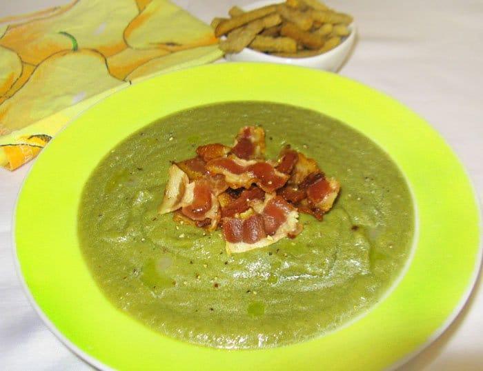 Овощной суп пюре из савойской капусты с беконом - рецепт с фото