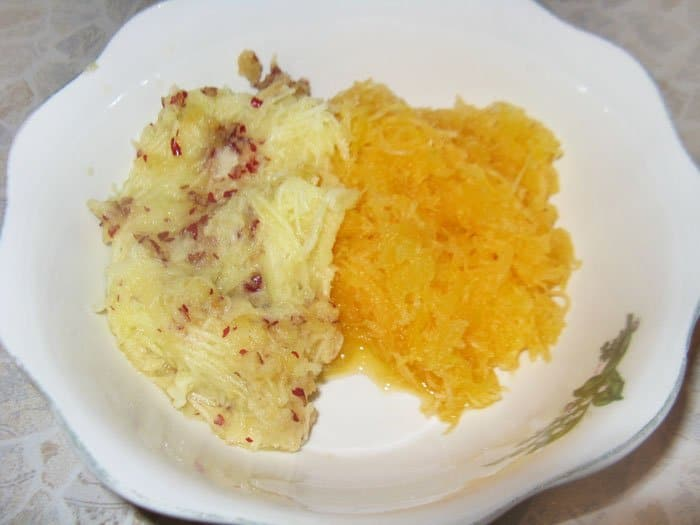 Фото рецепта - Тыквенно-яблочные оладьи с творогом и изюмом - шаг 1
