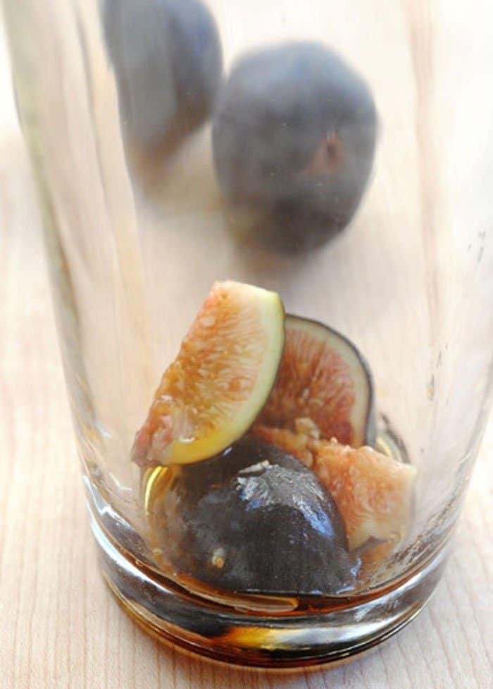 Фото рецепта - Алкогольный коктейль из инжира - шаг 2