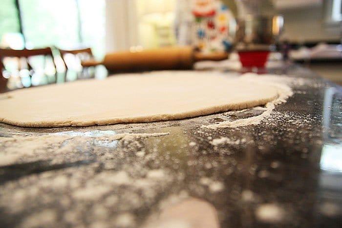 Фото рецепта - Печенье из соленого теста на елку - шаг 1