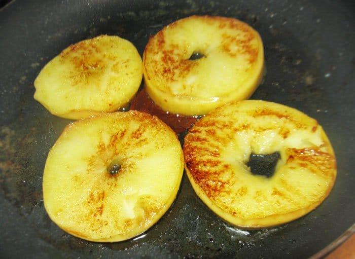 Фото рецепта - Перепела с запеченными яблоками - шаг 4