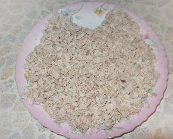 Фото рецепта - Салат «Нежность» с курицей и черносливом - шаг 3