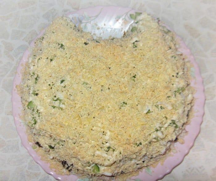 Фото рецепта - Салат «Нежность» с курицей и черносливом - шаг 7