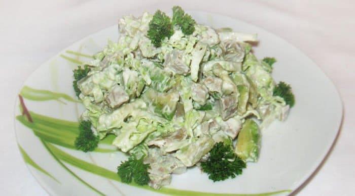 Фото рецепта - Салат с языком и авокадо - шаг 4