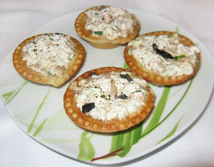 Тарталетки с тунцом и сыром Фета - рецепт с фото