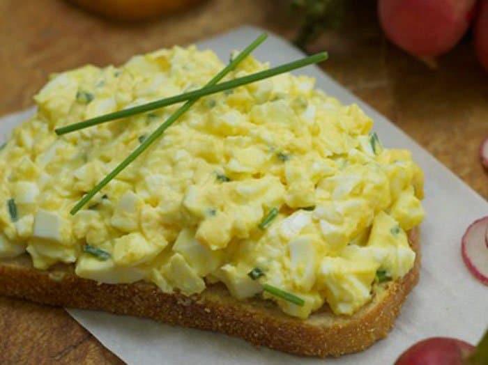 салат яичный