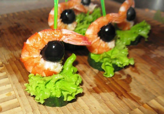 Фото рецепта - Канапе «Помидорная лодка Kaprize» и канапе с креветками - шаг 4