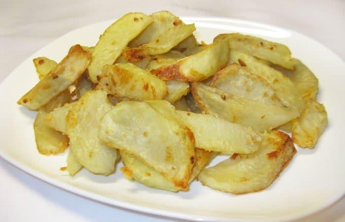 Фото рецепта - Картофельные дольки с чесноком - шаг 4