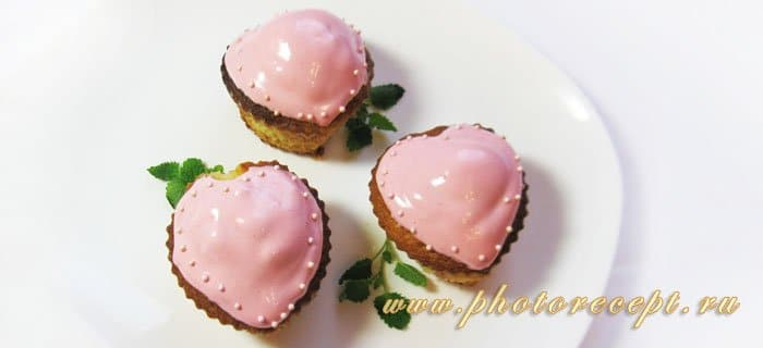 Маффины «Сердечки» с клубникой - рецепт с фото