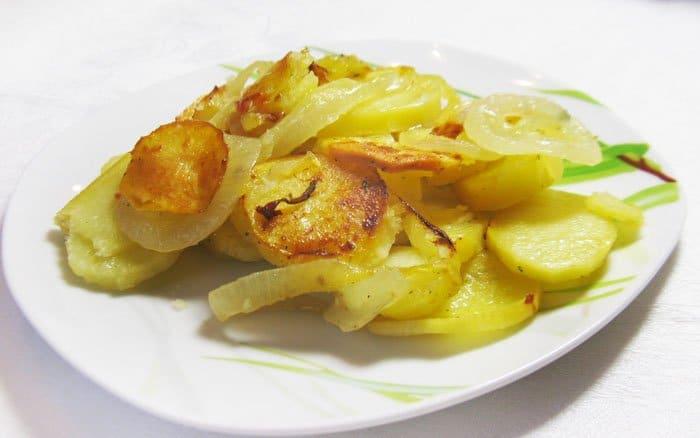 Картофель, запеченный в духовке - рецепт с фото