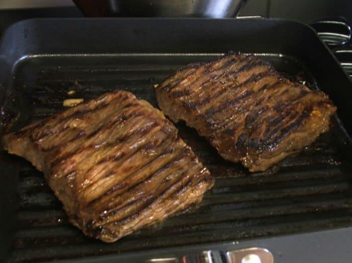 Фото рецепта - Стейк маринованный с «тройным» цитрусовым соусом - шаг 5