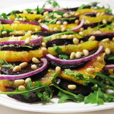 Свекольный салат с апельсином и рукколой