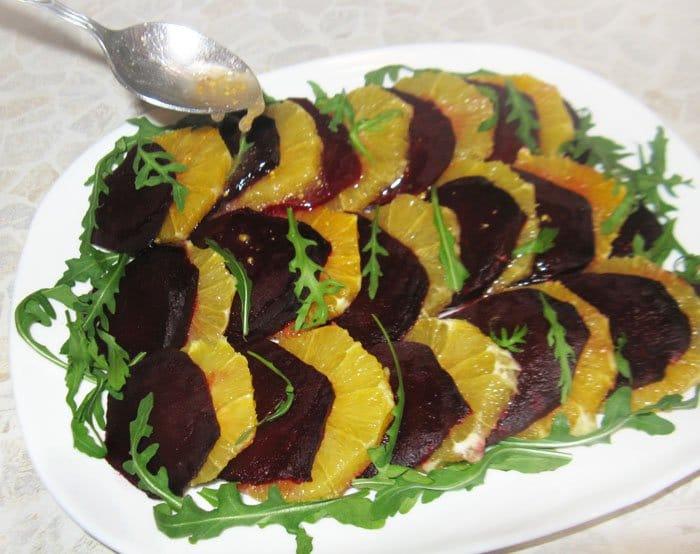 Фото рецепта - Свекольный салат с апельсином и рукколой - шаг 5