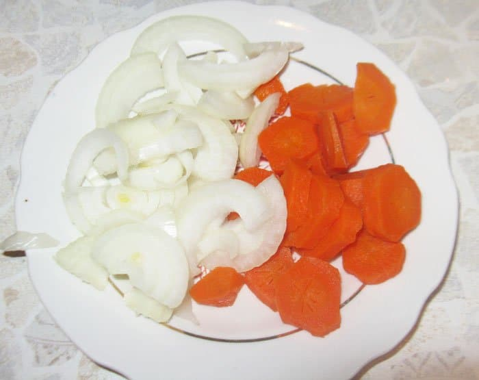 Фото рецепта - Говядина, тушенная с черносливом - шаг 2