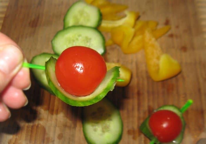 Фото рецепта - Канапе из овощей. Вариант 2 - шаг 2