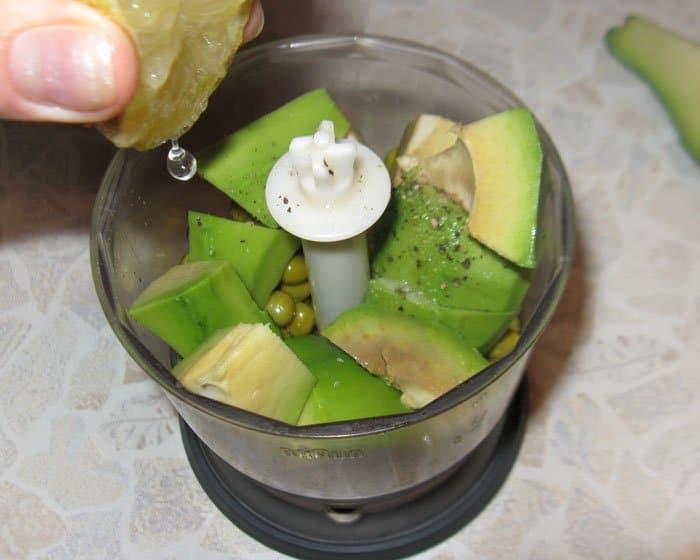 Фото рецепта - Паштет из зеленого горошка и авокадо с мятой - шаг 2