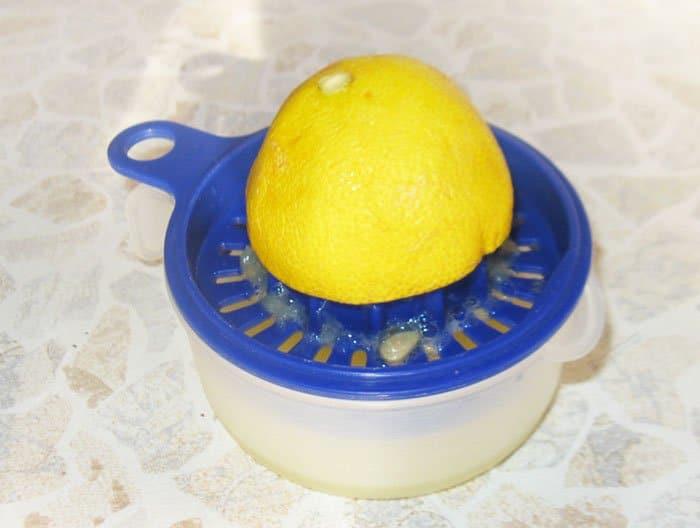 Фото рецепта - Рыба жареная с кальмарами под белым рыбным соусом с лимоном - шаг 5