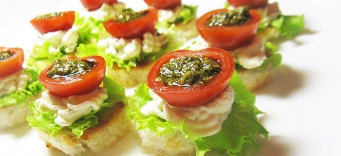 Фаршированные помидоры черри с творожным сыром