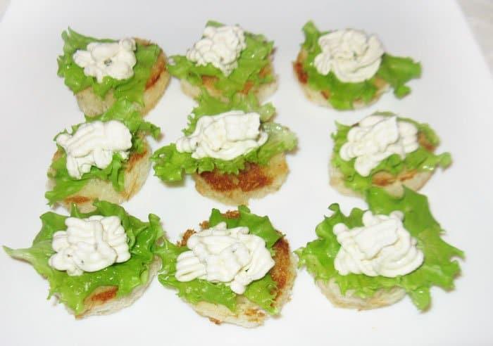 Фото рецепта - Фаршированные помидоры черри с творожным сыром - шаг 6