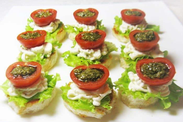 Фото рецепта - Фаршированные помидоры черри с творожным сыром - шаг 7