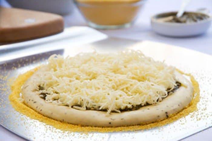 Фото рецепта - Тесто для пиццы с манной крупой - шаг 4