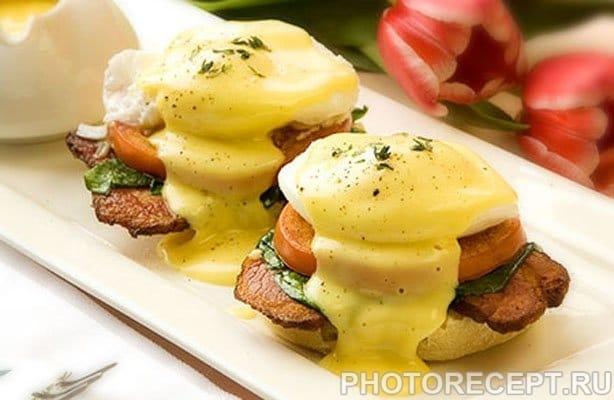 Яйца Бенедикт с кексом по-английски - рецепт с фото