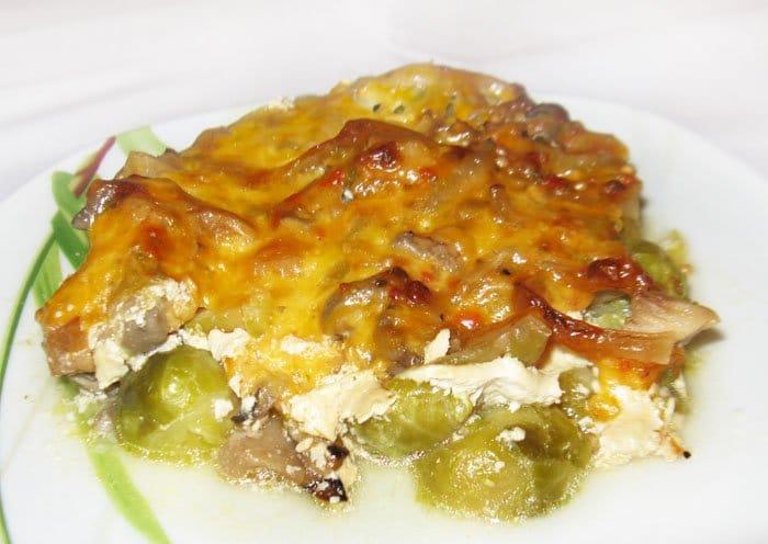 Фото рецепта - Запеканка из тыквы и брюссельской капусты с грибами - шаг 10