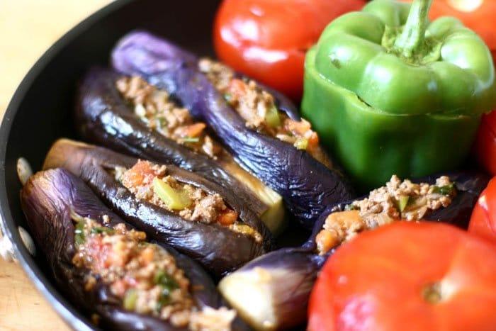 Фото рецепта - Фаршированные баклажаны, перец и помидоры - шаг 5
