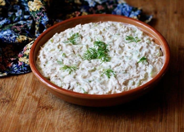 Фото рецепта - Куриный салат с сельдереем под йогуртовым соусом - шаг 3