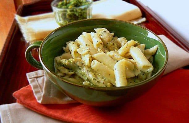 Макароны Пенне со сливочным соусом Песто и курицей - рецепт с фото