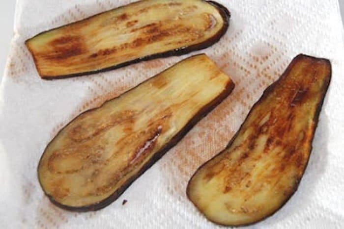 Фото рецепта - Рулетики из баклажанов с чесноком и орехами - шаг 4