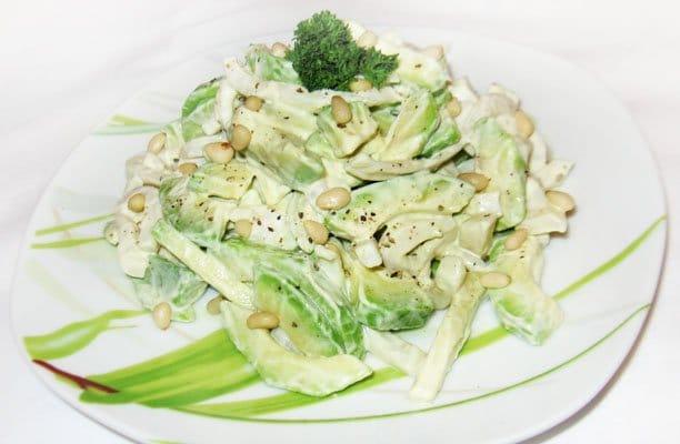 Салат из кальмаров с авокадо - рецепт с фото