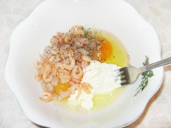 Фото рецепта - Сибас, фаршированный креветками в сырном соусе - шаг 4
